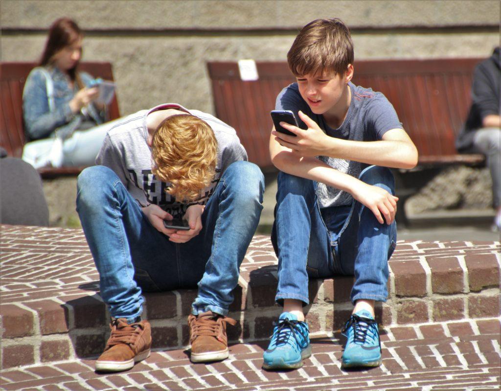 Czy dziecko powinno mieć smartfona?